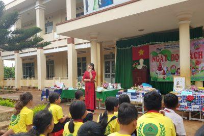 """Ngày hội đọc sách và trải nghiệm """"Gian hàng Xanh"""" của cô và trò trường Tiểu học Ama Jhao"""